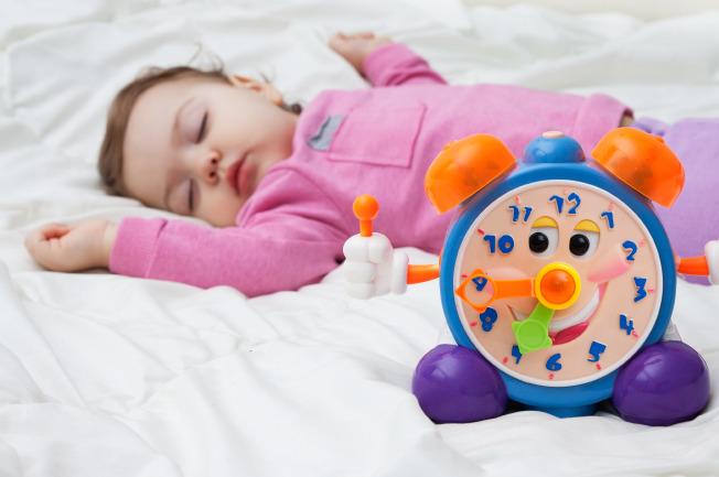 Nhu cầu ngủ của bé 3 tháng tuổi mỗi ngày có thể khoảng 15 giờ