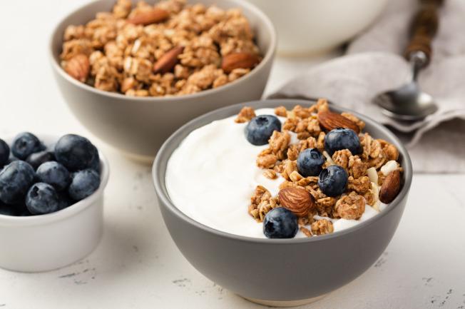 Ăn sữa chua để cải thiện hệ tiêu hóa