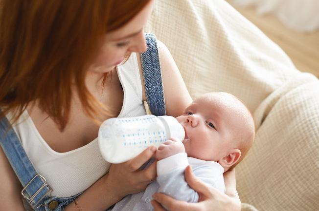 Vì nguyên nhân nào đó mẹ không đủ sữa hoặc không thể cho con bú, hãy dùng sữa công thức