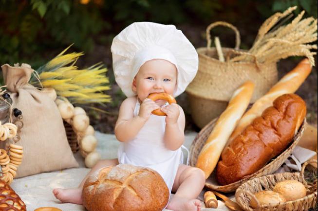 BLW - con sẽ tự ăn những gì mình muốn và ăn theo nhu cầu