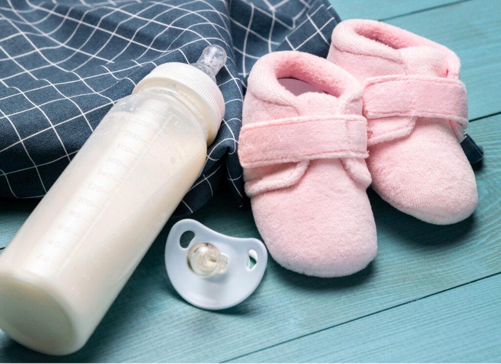 Trẻ sơ sinh là trẻ mới sinh từ dưới 1 tháng tuổi đến 12 tháng tuổi