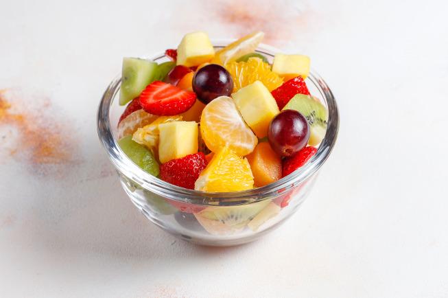 Chia đều làm nhiều bữa ăn, đồng thời chế biến đồ ăn sao cho con dễ ăn và dễ tiêu hóa nhất