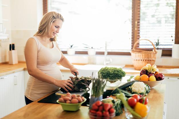 Hãy chủ động thăm khám định kỳ để theo dõi và kiểm tra sức khỏe của cả mẹ và bé nhé