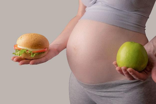 Ngoài ốm nghén thì chế độ dinh dưỡng không khoẻ mạnh cũng là nguyên nhân khiến mẹ bầu bị nôn