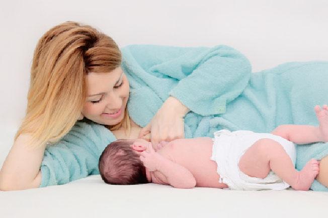 Đối với trẻ bú mẹ - Bé bú ít phải làm sao?