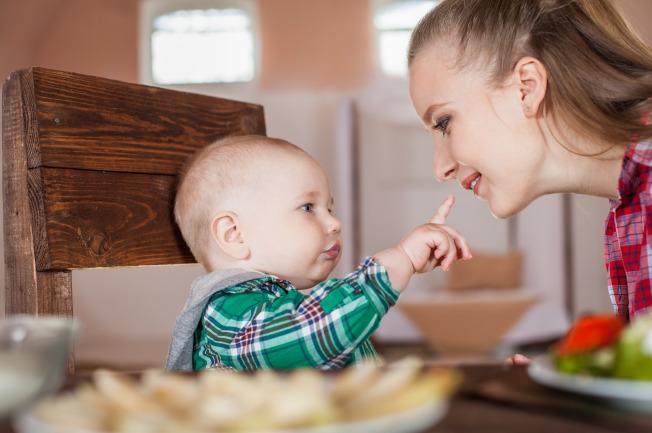 Mẹ cần bổ sung dinh dưỡng cho bé bằng các thực đơn ăn dặm cho bé