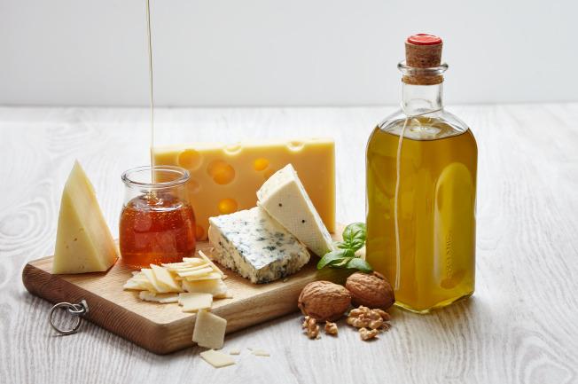 Mỡ động vật, bơ, dầu là các nguồn thực phẩm mẹ tham khảo để đưa vào các công thức nấu ăn dặm