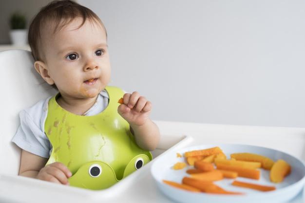Độ tuổi lý tưởng để cho bé ăn dặm, theo khuyến cáo của các chuyên gia, là 6 tháng tuổi