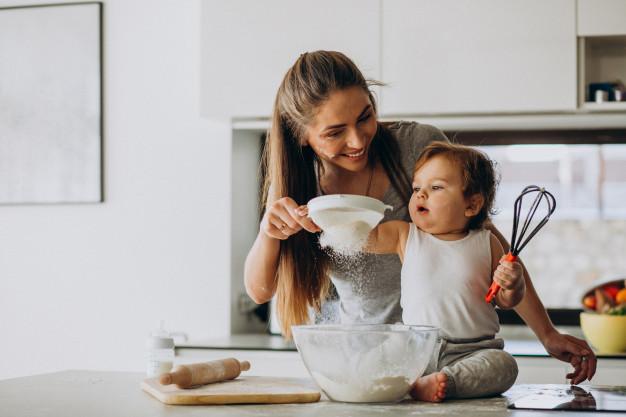 Trong giai đoạn chuyển từ đơn thuần bú sữa sang ăn cháo, bột, bé sẽ chưa quen được với các loại đồ mặn