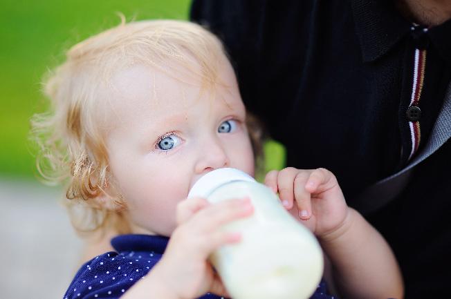 Cho trẻ sơ sinh bú bao nhiêu lần trong ngày là hợp lý?