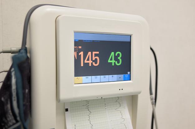 Cơn co tử cung và tim thai theo dõi trên monitor sản khoa