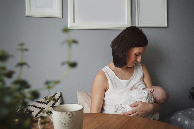 Bé sẽ nạp năng lượng từ sữa mẹ nhiều hơn để phát triển