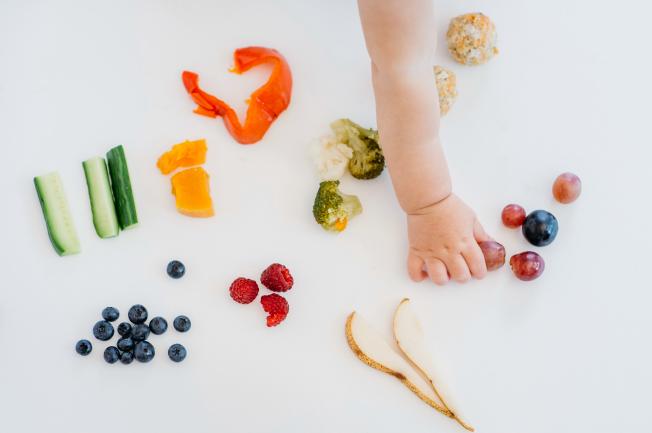 Hàm lượng dinh dưỡng cho bé 1 tuổi mẹ hiểu rõ để cung cấp dưỡng chất cần thiết giúp bé phát triển tốt