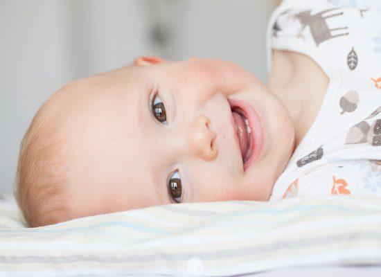 trẻ sơ sinh mấy tháng mọc răng