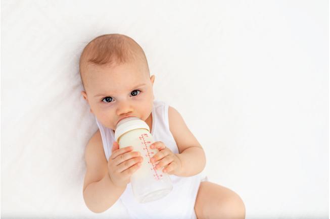 Quyết định sử dụng loại sữa công thức nào phù hợp mẹ cần dựa trên những tiêu chí sau: Sức khỏe của trẻ, tuổi, nhu cầu dinh dưỡng, giá cả