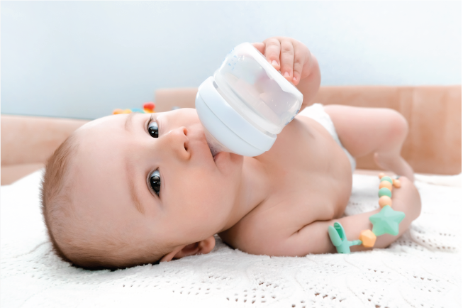 Không có một con số nào chuẩn về lượng sữa công thức cho trẻ sơ sinh cả