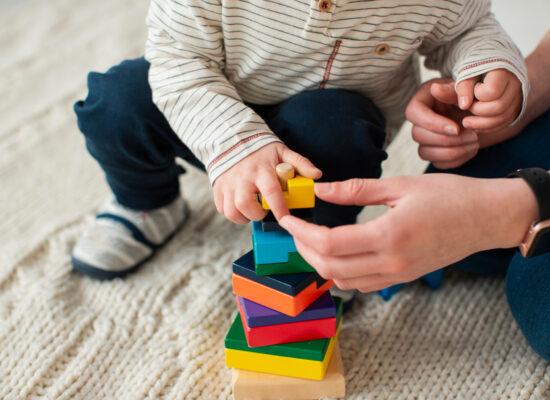 Trò chơi cho bé 5 tháng tuổi