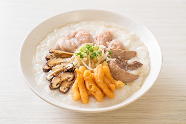Cháo thịt heo khoai lang phô mai - Thực đơn ăn dặm cho bé 8 tháng