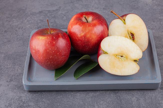 cách chế biến táo cho bé ăn dặm