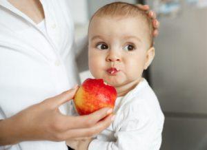 Cách chế biến táo cho bé ăn dặm cực ngon và hấp dẫn