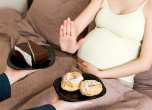 Bầu 1 tháng kiêng ăn gì? 14 loại thực phẩm mẹ cần tránh