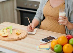 Bầu 2 tháng nên ăn gì để nuôi dưỡng thai nhi khỏe mạnh?