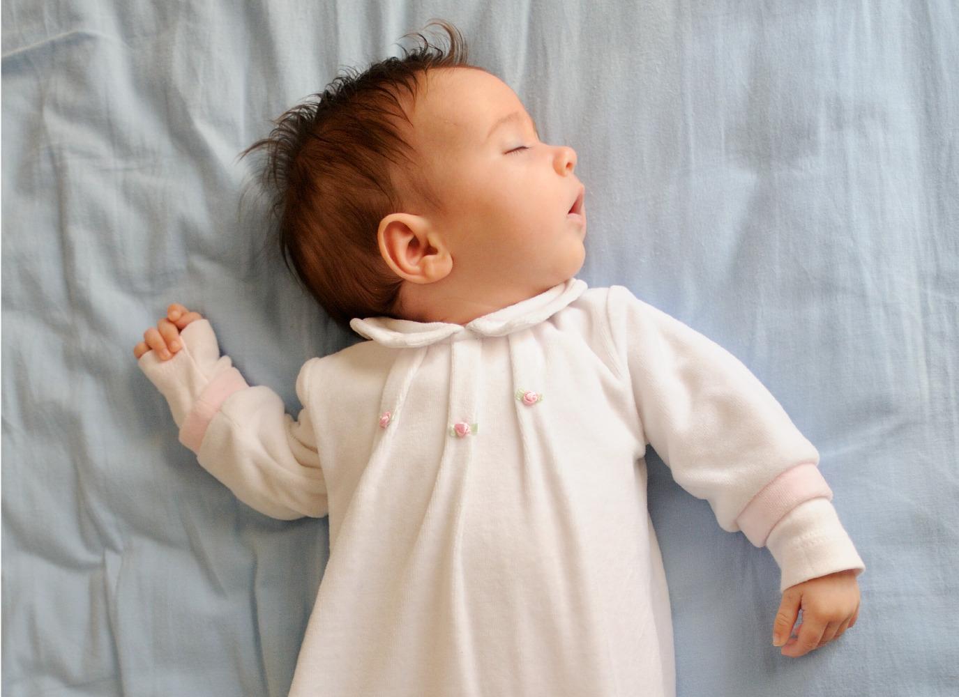 Bé 2 tháng ngủ bao nhiêu là đủ? Giải pháp cho trẻ thiếu ngủ