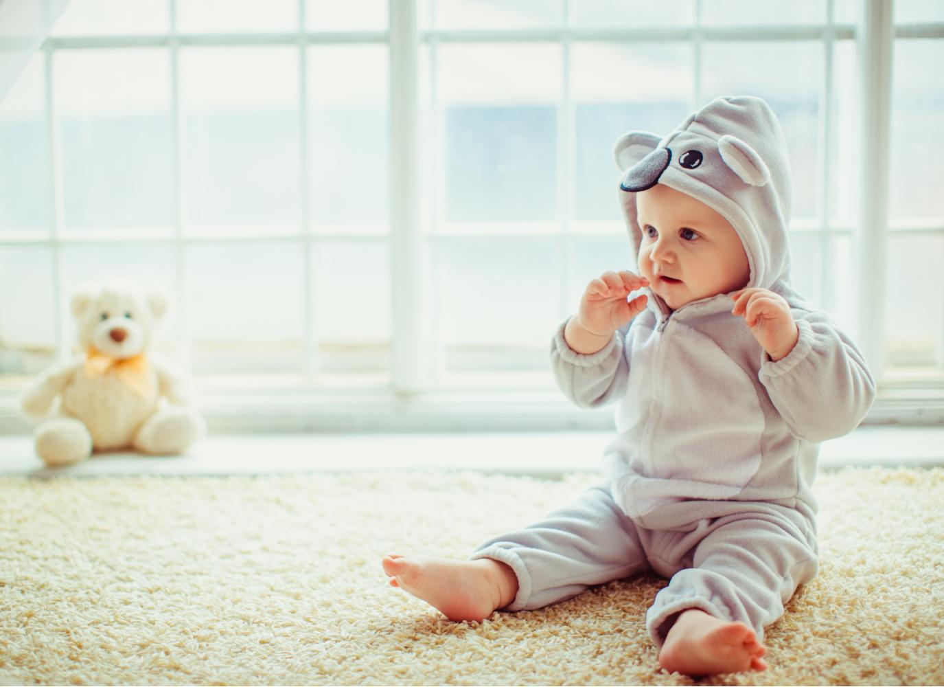 Bé 2 tháng tuổi biết làm gì? Mẹ cần lưu ý điều gì khi chăm sóc?