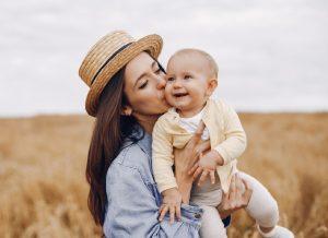 Mẹ hãy lưu ý: Bé 9 tháng tuổi ăn cơm được chưa?