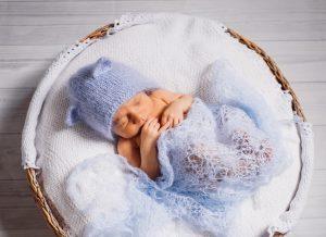 Bật mí 3 mẹo để Mẹ khắc phục tình trạng bé ngủ đổ mồ hôi đầu