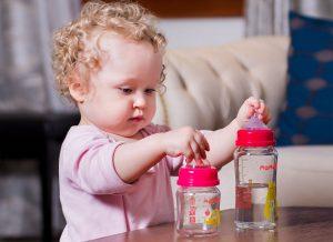 Mách nhỏ mẹo chọn bình sữa chống sặc cho trẻ sơ sinh