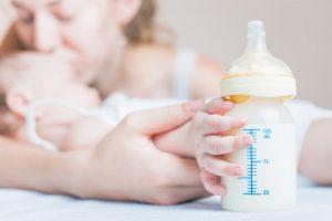 Bình sữa, núm ti có tác dụng chống sặc đầy hơi đang là ưu tiên hàng đầu của mẹ bỉm sữa