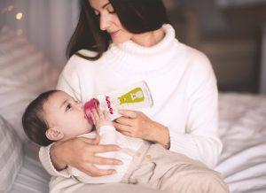 Bình sữa thủy tinh cho bé và lợi ích mẹ yêu nên biết