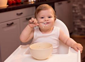 Bột ăn dặm cho bé 4 tháng tuổi và những điều mẹ cần lưu ý