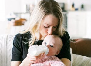 Cách cho bé bú bình: Hiệu quả ngay tức khắc