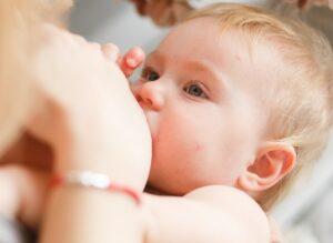 3 mẹo cho con bú và những lưu ý đặc biệt mẹ cần ghi nhớ