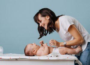 Cách thay tã cho trẻ sơ sinh đơn giản nhất mẹ nên biết