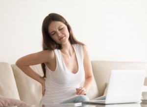 Đau lưng sau sinh và những điều Mẹ cần lưu ý