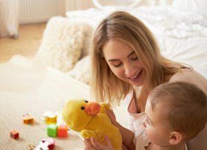 Mẹ có thể làm gì để dạy trẻ tư duy phản biện?