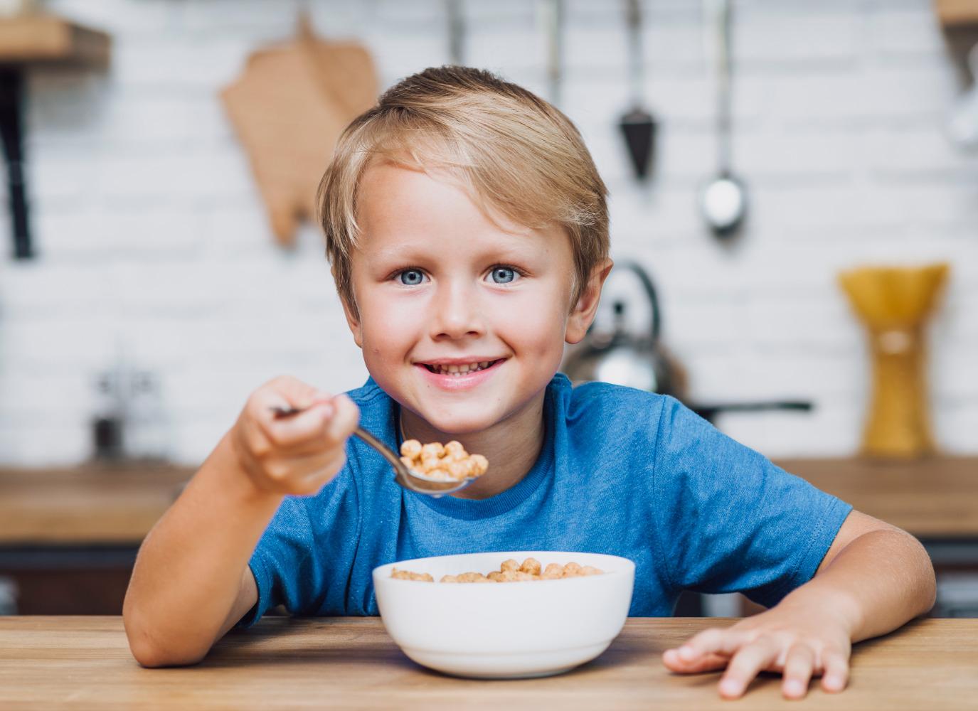 Dinh dưỡng cho bé 4 tuổi? Lời khuyên cho mẹ nếu bé biếng ăn