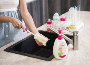 Dụng cụ rửa bình sữa vệ sinh dễ dàng, an toàn cho con