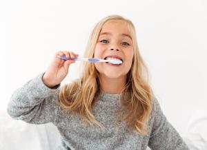 Dụng cụ vệ sinh răng miệng cho bé: Bàn chải nào tốt cho con?