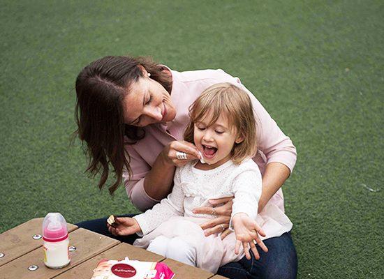 3 lợi ích mẹ không ngờ tới khi dùng khăn ướt chất lượng vệ sinh cho bé