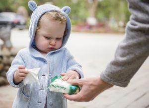 Khăn ướt có tốt không, tốt cho trẻ sơ sinh và trẻ nhỏ thế nào?