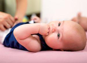 6 dấu hiệu báo bé sắp mọc răng sữa
