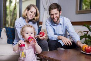 Chọn mua nước rửa bình sữa nào là an toàn và phù hợp cho bé?