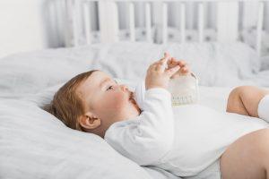Những lưu ý khi dùng bình sữa với sữa công thức