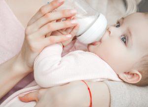 Tại sao cần chọn bình sữa có núm ti nào mềm như ti mẹ?