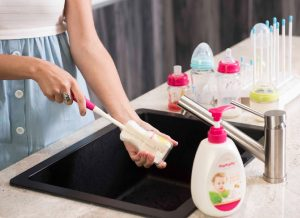 Nước rửa bình sữa loại nào tốt? – 4 tiêu chí cần nhớ khi lựa chọn