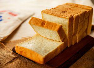Hỏi đáp mẹ sau sinh ăn bánh mì được không?